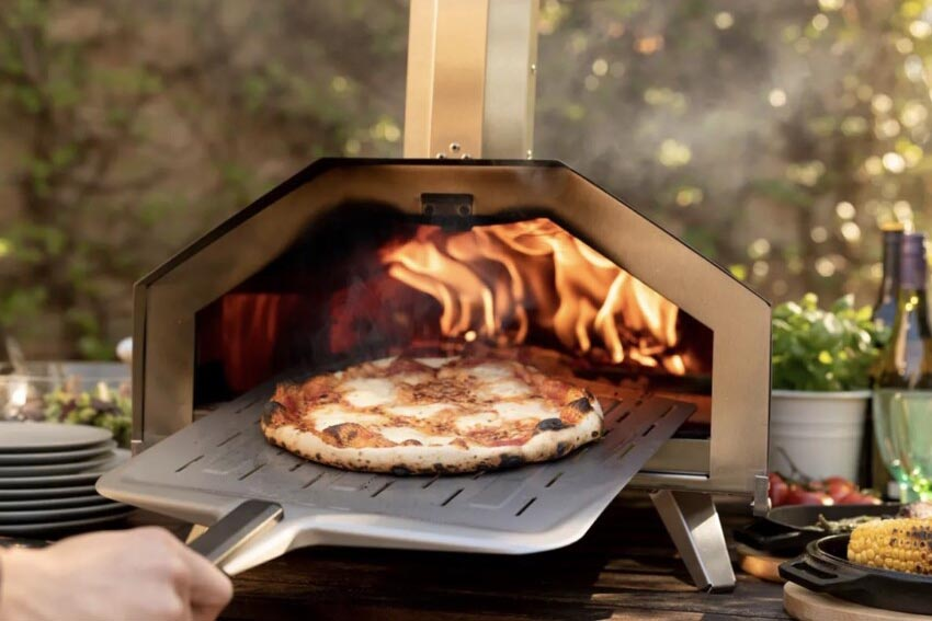 Ooni Fyre pizza oven