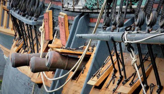 HMS Surprise guns